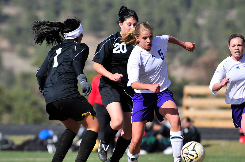 Walt Hester | Trail Gazette<br /> Estes Park's Karin Kingswood races past Valley's Bernice Acosta , 1, and Jaqueline Noriz, on her way to the net on Friday. Kingswood scored her first goal of the season against the Vikings.