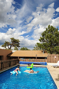 Walt Hester | Trail Gazette Children play in the Peak to Peak Lodges pool as clouds build on Friday. The summer weather pattern of sunshine in the morning, clouds and rain in the afternoon, will likely continue at least into Monday with sun, clouds and warm temps through the week.