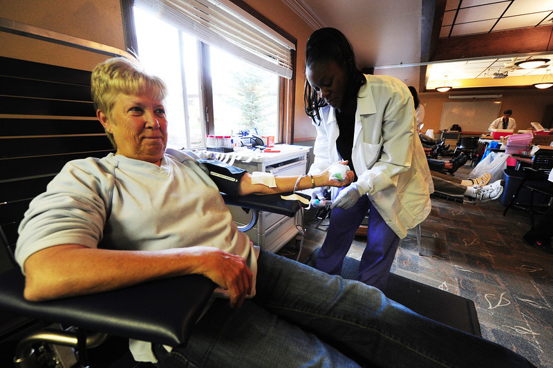 Walt Hester | Trail-Gazette<br /> Carol Smid of Estes Park donate blood with the help of Meka Nickelson of Pouder Valley Health Systems at the Estes Park Medical Center on Monday. The Red Cross conducts three blood drives a year in Estes Park.