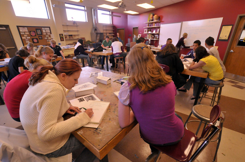 Photo by Walt Hester<br /> Students take notes on the elements of art during a Drawing and Painting I class at Estes Park High School on Tuesday.