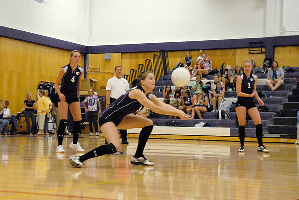 Photo by Walt Hester<br /> Shelby Barlow gets under a Peak to Peak hit.