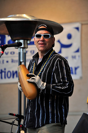 Walt Hester | Trail Gazette<br /> Roberto Sequeira leads Onda with gloved hands on Saturday.The cold, wet day did not deter teh Latin Rhythms of the nine-piece Boulder based band.