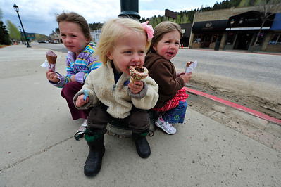 Walt Hester | Trail Gazette From left, Stella Richmond, 4, Lucy Krank, 2, and Phoebe Richmond, 2, all from Boulder, enjoy ice cream along Elkhorn Avenue on Wednesday. Friday marks the start of the summer visitors season in Estes Park, ushering in plenty of Front Range families.
