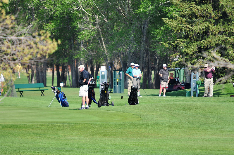 Walt Hester | Trail Gazette<br /> Golfers crowd the fairways of the Lake Estes 9-Hole Course on Monday. Warm weather is coaxing golfers to Estes Park's courses.