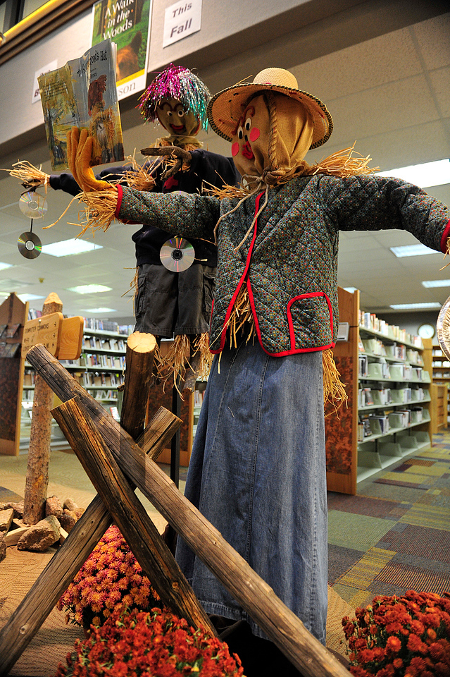Walt Hester | Trail Gazette<br /> Scarecrows share a book at the lbrary on Wednesday. The scarecrows are, of course, part of the Scarecrows on Estes Festival happening all October long.