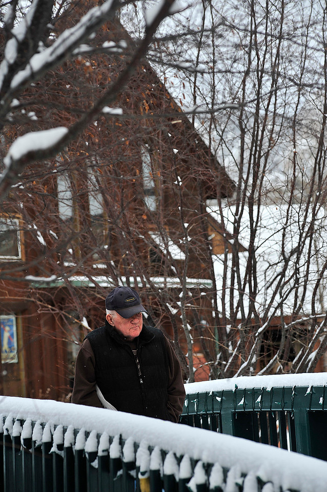 Walt Hester   Trail Gazette<br /> Dohn Tveitaraas of Estes Park enjoys a brisk walk through Riverside Plaza on Thursday. Friday should see warmer temperatures, but cold and snow is expected for the weekend.