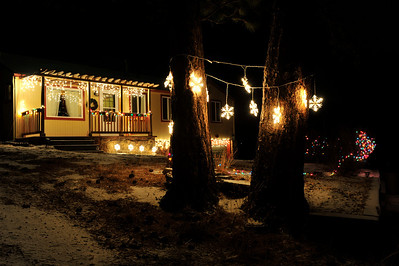 Walt Hester | Trail Gazette A home near Evergreen Lane makes the most of basic white lights.