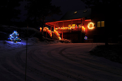 Walt Hester | Trail Gazette A subdued but beautiful display sits above Courtney Lane high over downtown Estes Park.