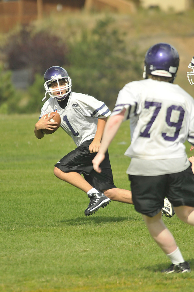 Photo by Walt Hester<br /> Kayle Robidart (1) runs back a punt during practice on Tuesday.