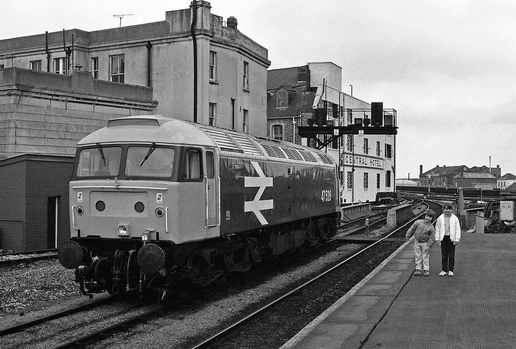 47526, failed bringing in Holyhead ecs, Cardiff Central, 11-4-86. And Christie and Michael.