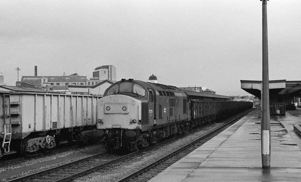 37256, down coal, Cardiff Central, 15-4-86.
