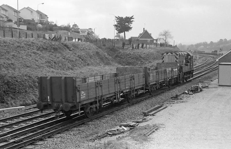 08584, shunting, Cowley Bridge, Exeter, 25-2-86.