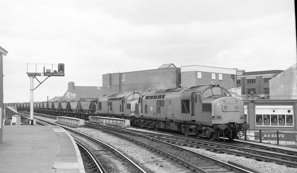 37164/37278, down coal, Cardiff Central, 4-6-86.