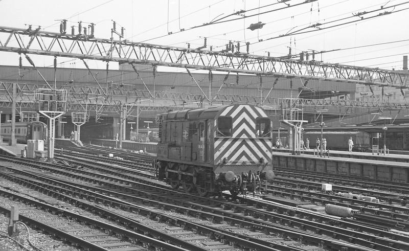08454, station pilot, London Euston, 21-6-86.
