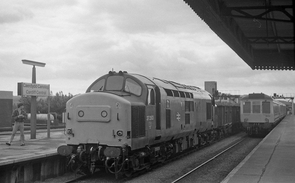37293, up coal empties, Cardiff Central, 4-6-86.