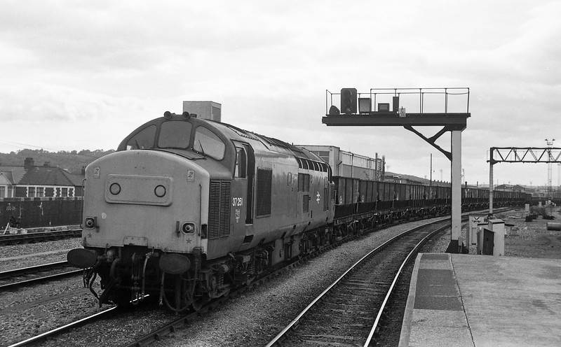 37251, northbound coal empties, Cardiff Central, 4-6-86.