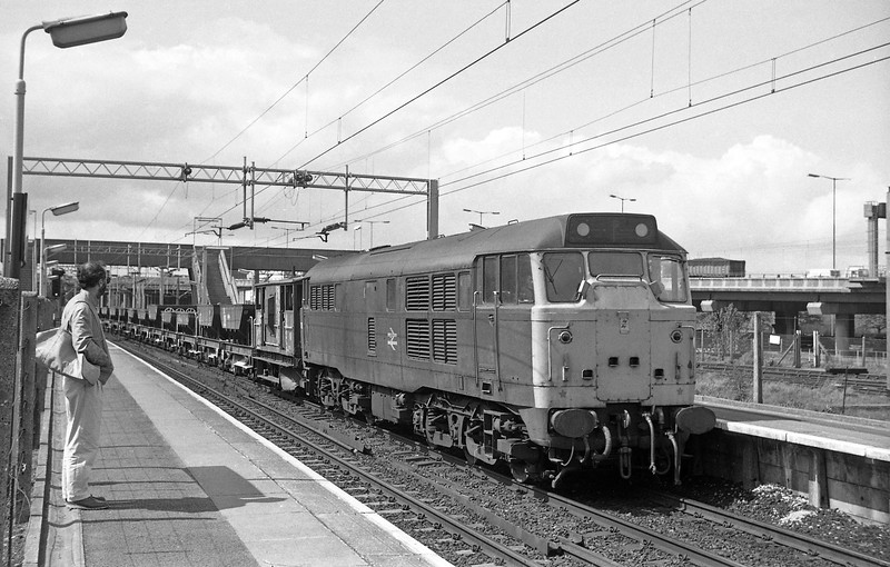 31326. up departmental, Bescot, 13-5-86.