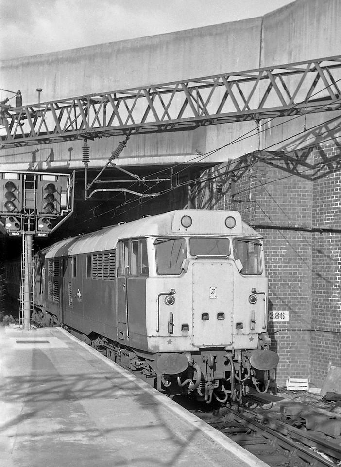 31416, down passenger, Birmingham New Street, 13-5-86.