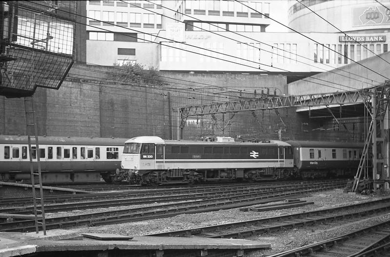 86220, down passenger, Birmingham New Street, 13-5-86.