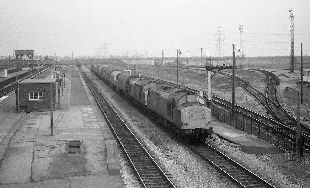 37214/37258, down steel from Gloucester line, Severn Tunnel Junction, 1-12-87.