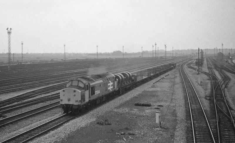 37504, northbound steel empties, Severn Tunnel Junction, 1-12-87.