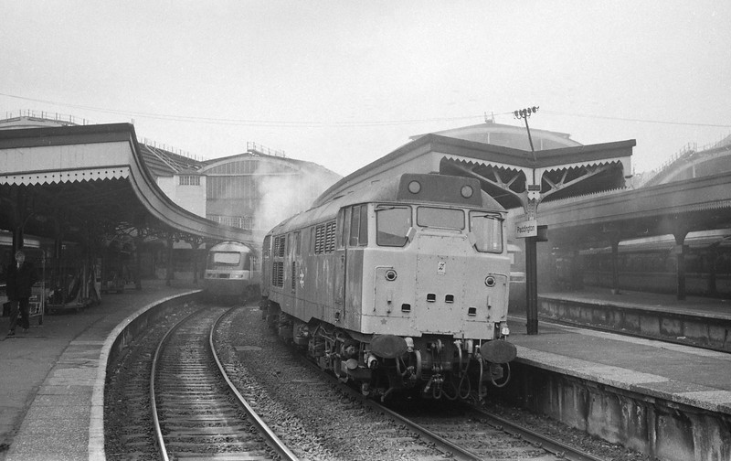 31467/31468, down light, London Paddington, 30-1-87.