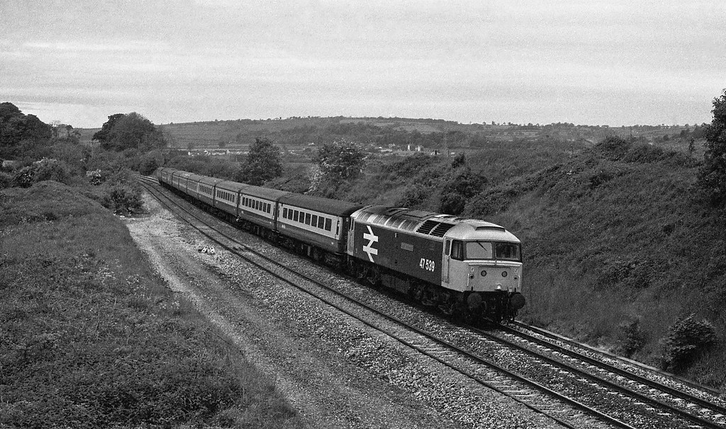 47539, 10.05 Newquay-Manchester Piccadilly, White, 30-5-87.