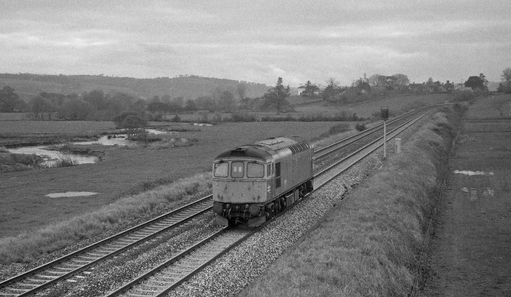 33015, up light, Rewe, near Exeter,17-11-87.