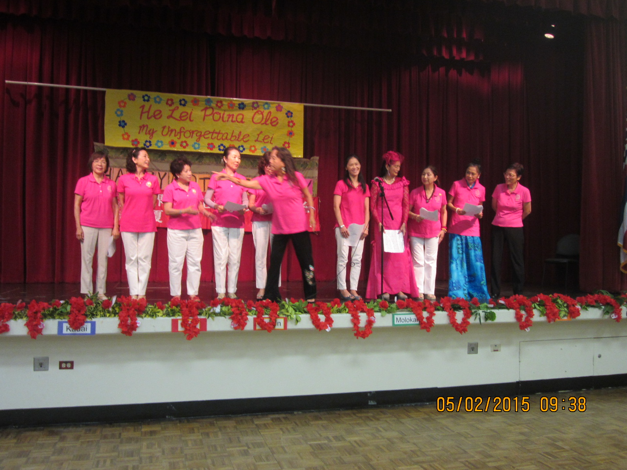 """Group singing """"One Day when we were young"""""""