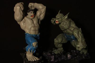 Bowen Designs Gray Hulk vs Abomination Statue