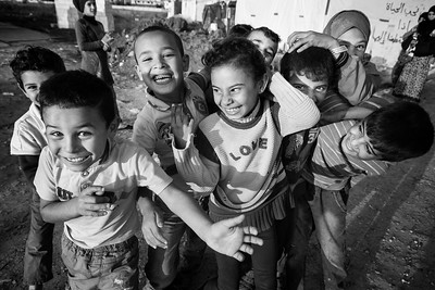 Group of young Syrians in a refugee camp. Beqaa Valley, Lebanon, 2015 ---- Groupe de jeunes syriens dans un camp de réfugiés. Vallée de la Bekaa, Liban, 2015