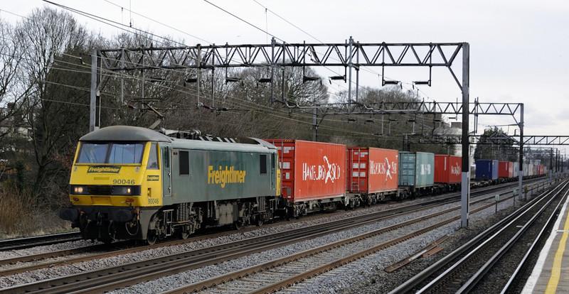 90046, 4M88, South Kenton, Mon 26 January 2015 - 1426.  Freightliner's 0932 Felixstowe - Crewe.