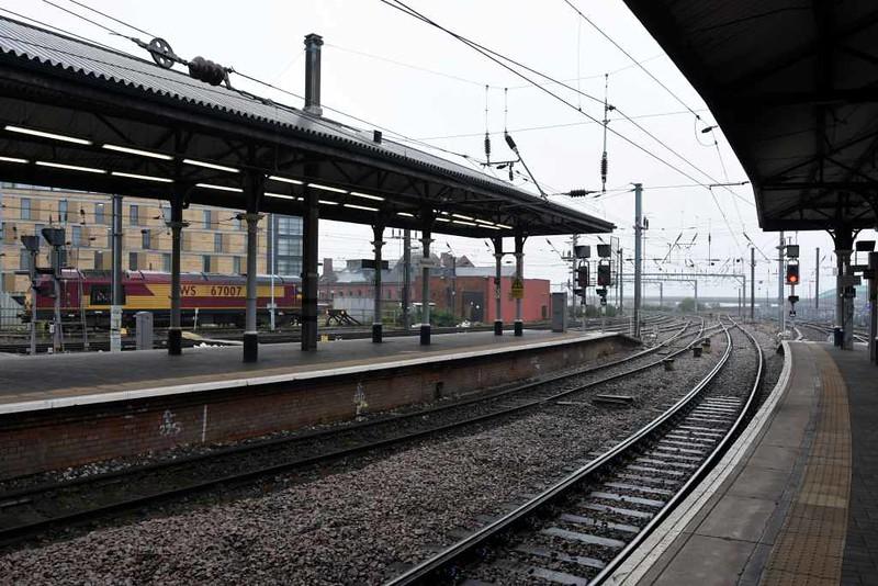 Newcastle station, Mon 25 September 2017 2.  67007 is the Virgin Thunderbird.