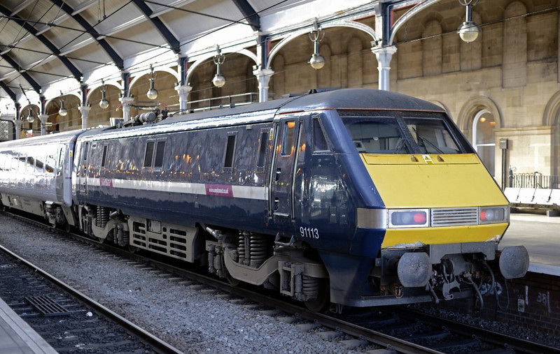 91113, Newcastle, Wed 9 October 2013 - 1558.  Esst Coast's 1430 Edinburgh - King's Cross, led by 82207.  91113 and 91118 are the last two class 91s still in GNER blue.