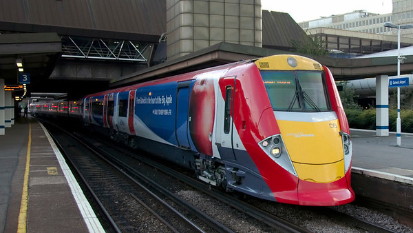460006, Gatwick, 14 September 2006 - 1821   One of the 8 distinctively styled Gatwick Express EMUs.  All carry Delta Airlines advertising livery.