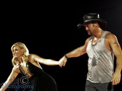 Tim and Faith spent a lot of time with the fans, both together and separately. They don't seem to do this just because they know that is what the fans like; they really seem to enjoy it.