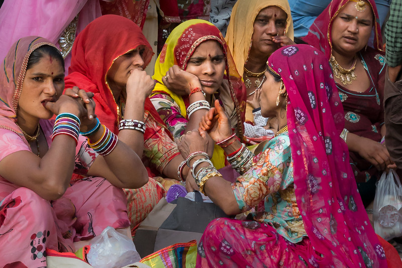 An intense after-market chat among some Jodhpur, India women.