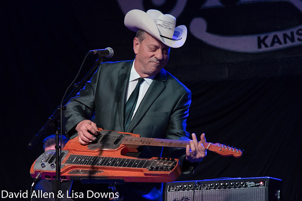 The Increible Junior Brown  LLD_0689