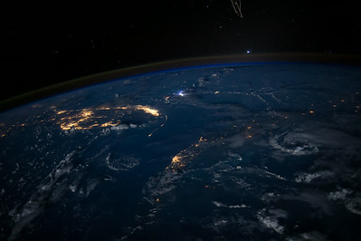Reid Wiseman @astro_reid  ·  Aug 16 Hold on @BradPaisley, we don't usually like leaks at the launch pad ;)  Here is Florida from the space station.