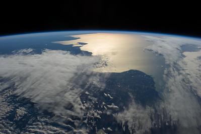 Reid Wiseman @astro_reid  ·  Aug 13 Beautiful sunrise highlights Peninsula Valdes and most of #Argentina