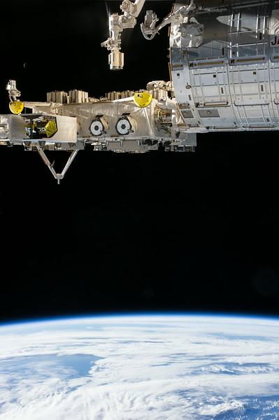 Reid Wiseman @astro_reid  Jun 2 Our moon is a tiny fingernail floating in space. Look close.