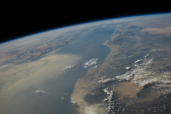 Reid Wiseman @astro_reid  ·  Aug 12 Another wicked sand storm crosses the Red Sea.