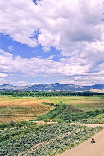 Tourer on Great Divide & Great Parks South Trails near Kremmling, Colorado - 17 - 72 ppi
