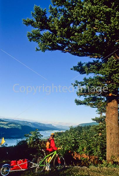 Tourer in Columbia Gorge east of Portland, Oregon - 3 - 72 ppi