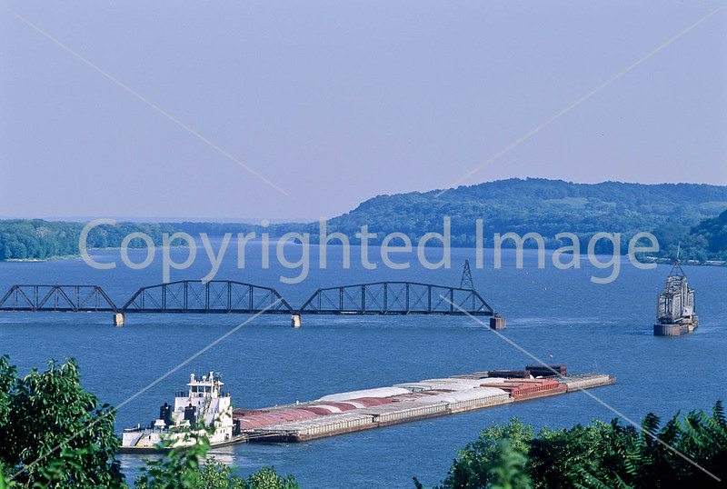Towboat on the Mississippi near Hannibal, Missouri - 2 - 72 ppi
