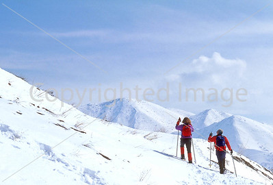SN ut wstc 37 - ORps - Snowshoers in Utah's Wasatch Mountains near Salt Lake City, Utah - 72 ppi