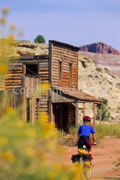 Mountain biker; Old West Paria movie set in Utah -28 - 72 ppi