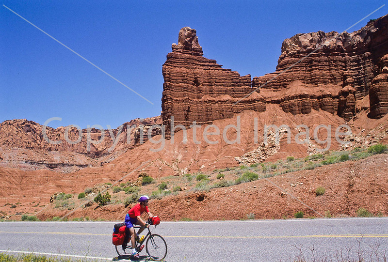Tourer near Capitol Reef National Park in southern Utah - 1 - 72 ppi