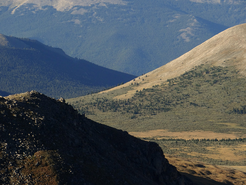 Sweeping lines from the summit of Mt Evans