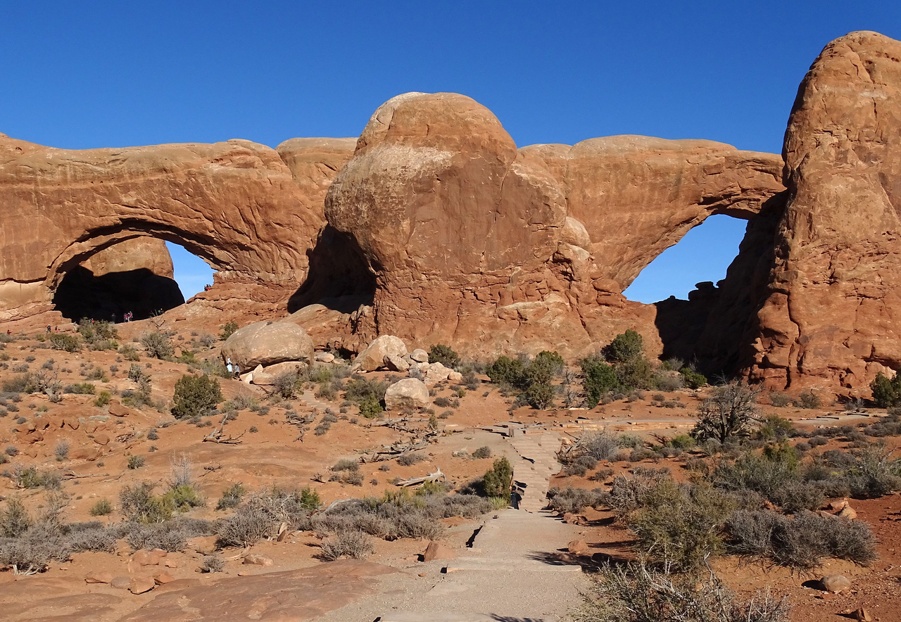 Scale clues- there are 10 or 11 people in or around the left arch (Arches NP)